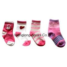 Chaussettes de coton infantile de bonne qualité de marque faites pour la célèbre marque