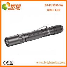 Factory Supply OEM Nouvelle cellule lumineuse 2AA Batterie à batterie en aluminium métallisé 3watt Cree Led Portable Torch with Clip