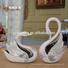 Grand romantique peint à la main Liquid Gold Marry Couple Statues de cygne Figurine de cygne Décoration de mariage Résine Animal Sculpture