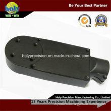 CNC que muele las piezas plásticas con color negro