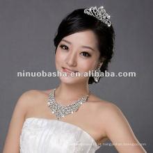 Coroas e colares de casamento vendidos