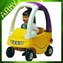 Spielzeugauto - Fahren auf Auto