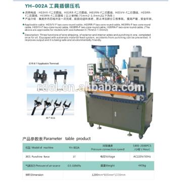 Sertissage semi-automatique de l'insertion 3 de prise plate semi-automatique d'utilisation de prise de gaufrage