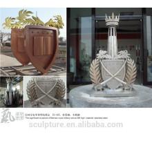 Statue de l'école en métal sculpture significative de l'école militaire royale installée à BAHREIN