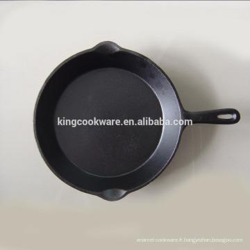 huile végétale / poêle à frire en œufs en fonte pré-assaisonnée utilisée dans la cuisine