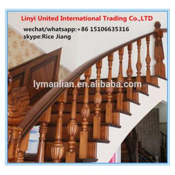 Barandilla de roble rojo caracol interior con escalera de diseño.
