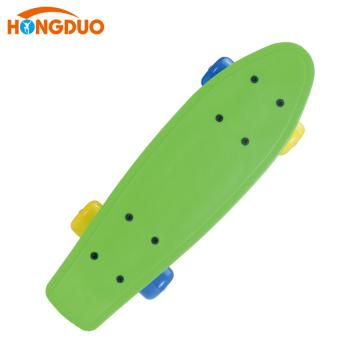 Monopatín plástico de encargo barato colorido cuatro ruedas para la venta