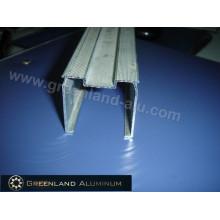 Rail de rideau en profilé d'aluminium pour stores verticaux