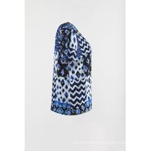 base en mousseline imprimée sur le tricot à manches courtes T