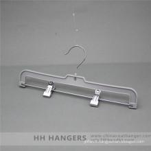 Cintre pinces en plastique ordinaire avec crochet à émerillon