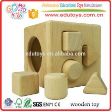 Brinquedo de cubo de madeira inteligente de 4 buracos para classificador de formas cognitiva e correspondente