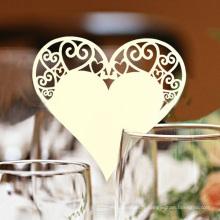 Carte de verre de vin de forme de coeur romantique de laser pour la partie