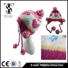 Forme el sombrero del corazón del jacquard de la gorrita tejida de la niña con el pom del pom