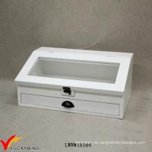 Weiße dekorative schräge Glasplatte hölzerne Schachtel