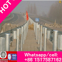 Accessoires de garde-corps de barrière de voie de barrière de sécurité routière à faible coût de forme d'onde à vendre