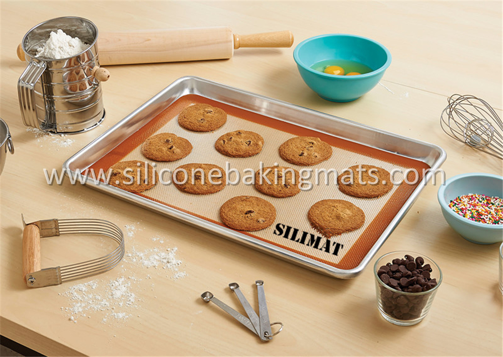 Silicone Baking Mat And Aluminum Pan