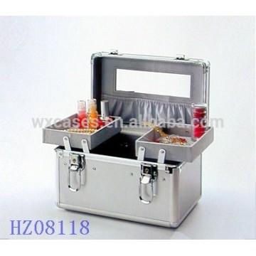 Estojo de beleza em alumínio fashionale com 2 bandejas na parte inferior da caixa e um morror e um bolso na tampa da caixa