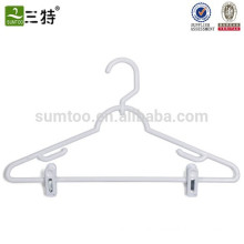 plastic clothes hangers white