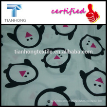 satin de sergé mignon pingouin caractère 100 coton armure réactive d'impression tissu blanc pour pyjamas enfants