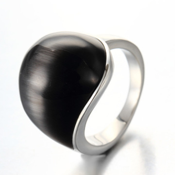 Bague à diamants en acier au titane de forme simple
