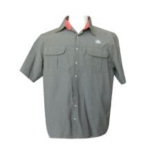 ツナギ オフィスのスタッフは短い袖のワイシャツ