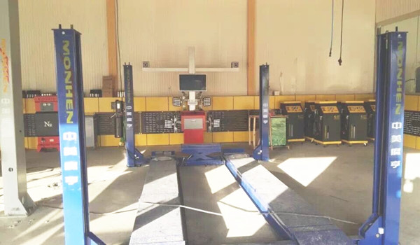 3D Wheel Alignment with Double Screens