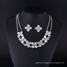 Four Leaf Fashion Rhinestone and Crystal Silver Plating Necklace
