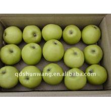 Свежее зеленое яблоко