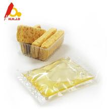 Miel de acacia cruda en la piel