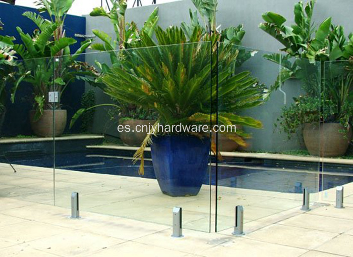 Frameless Glass Acero inoxidable cerca de la piscina Spigot
