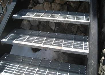 serrated steel grating stair tread