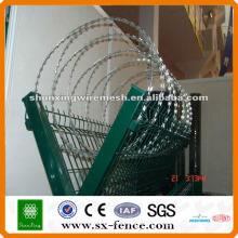 Grille en treillis métallique de haute qualité / clôture en treillis métallique galvanisé / pvc recouvert de fil barbelé