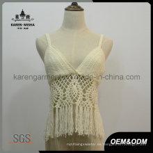 Top corto de crochet con flecos y modestos trajes de baño