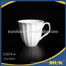 Continental stapelbare weiße Teetassen und Untertassen