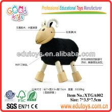 Animal de juguete de madera oveja negra