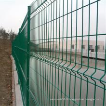 Clôture en treillis métallique enduit de PVC vert