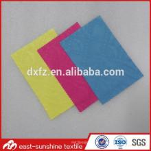 Impresión en relieve con logotipo completo Paño de limpieza personalizado de microfibra para gafas, 70% poliéster 30% nylon Paño de limpieza de vidrio de microfibra