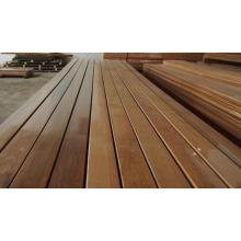 Revestimiento de pared de madera de cedro rojo de acabado liso