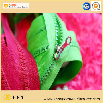 Garment Production VSO Plastic Open End Zipper