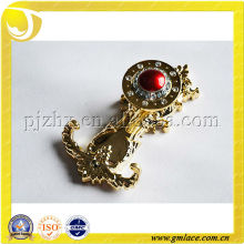 Элегантный пластиковый или металлический золотой занавес с красной жемчужиной