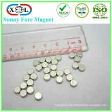 botón magnético redondo plata