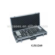 coffret solide en aluminium noir avec insert en mousse personnalisées à l'intérieur