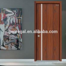 Porta de madeira interior de apartamento utilitário