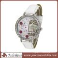 Бриллиант на циферблате и кожаном ремешке Женские часы Модные часы