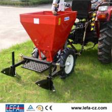 Traktor montiert Süßkartoffel-Pflanzmaschine