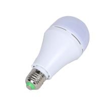 A emergência recarregável plástica de 5w E27 AC85-265V SMD2835 conduziu a luz de bulbo