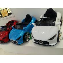 Tour de mode sur les voitures pour enfants avec télécommande, avec de la musique, de la lumière