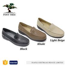 Sapatos femininos de couro com design de cunha