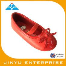 Zapatos cómodos rojos calientes del bb