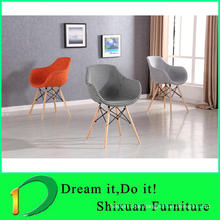 Comfortable fabric living room chairs with hangdles